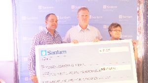 Sanlam Namibia raised funds for people suffering from cancer through its annual golf challenge. (Photograph contributed)