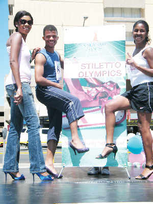 Patricia Pickering of Kalahari Sands marketing department (left), Tashiya Kalondo (right) and Erich Muinjo, winners of the KS Heels Charity Race Stilettos Olympic. (Photograph by Johanna Absalom)