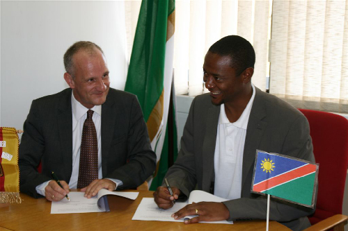 DBB representative, Joachim Spaegele and NBF president, Kerii Tjitendero during the signing of the MoU this week.