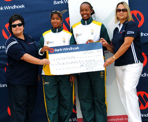 Lientjie Titus and Maike Brand, receive a cheque after the tournament.