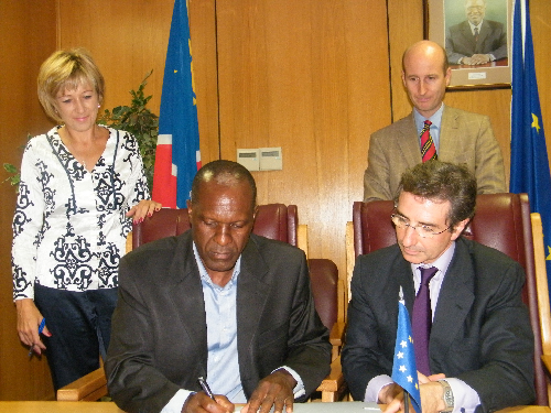 Left to right (seated) Tom Alweendo, director general of the National Planning Commission,  with the European Union Ambassador to Namibia, Fuentes Milani at the signing agreement of an added N$260 million to the 10th European Development Fund country strategy, this week. Standing at the back is Susan Lewis, director of development cooperation at the NPC and Joris Heerenm, head of the EU delegation's economic, social and trade section.  (Photograph by Yvonne Amukwaya)