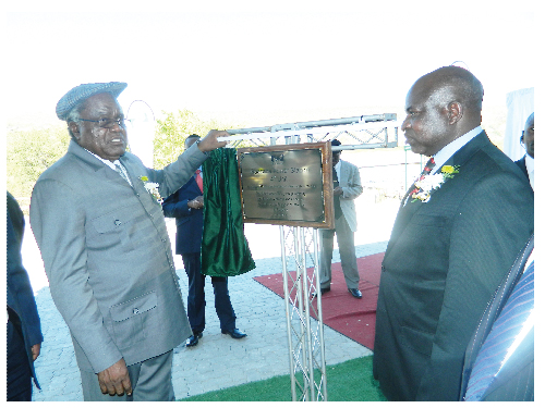 President Hifikepunye Pohamba unveils the plaque to officially inaugurate the fourth unit at the Ruacana Hydro Power Station. Minister of Mines and Energy, Hon. Isak Katali (right) looks on. (Photograph by Hilmah Hashange)