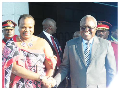 President Hifikepunye Pohamba welcomes Swaziland's King Mswati II who is on a five-day state visit to Namibia. (Photograph by Hilma Hashange)