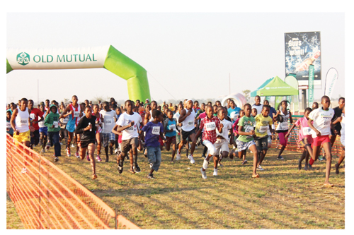 A full field eagerly departed early morning for the 21-km Old Mutual Victory race held in Oshakati.