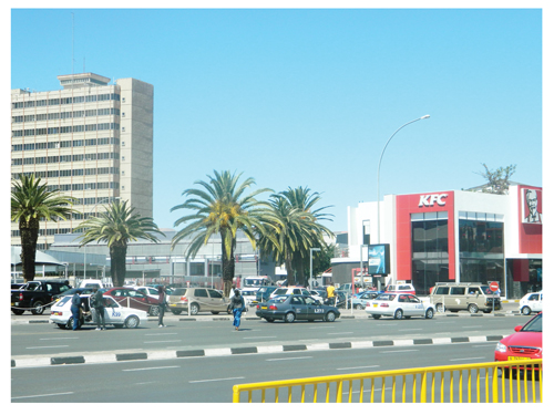 A dire shortage of taxi stops not only leads to friction between taxi drivers and other road users, it also causes taxis to fall foul of the law. The shortage of taxi stops in the Central Business District has forced many taxi drivers to continue to use the taxi stop in front of the old M&Z building despite it being closed by the City of Windhoek. (Photograph by Lorato Khobetsi)