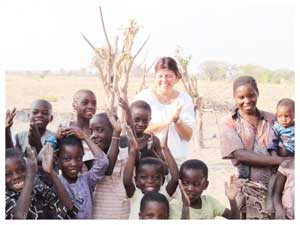 Special Rapporteur Magdalena Sepúlveda with children from the Kapoko Constituency, Mupini Village during her visit to Rundu.