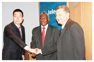 Bill Yi representing ZTE International, leo Chairman, Frans Ndoroma and Acting CEO of leo, Theo Klein, revealed the future plans for leo at Thursday's media meeting. ZTE International will be responsible for the design, planning, supply, delivery and implementation of IMS GSM LTE network infrastructure. Photo contributed