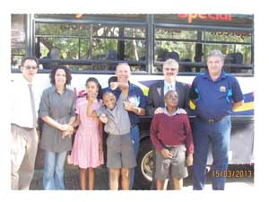 Paul du Plesis (Dagbreek); Madri Frewer (FNB); Des van Heerden (Principal: WAP); Dixon Norval (FNB); Arno van Wyk (CEO: WAP) and delighted Dagbreek learners in front of the bus which will transport the school's children.