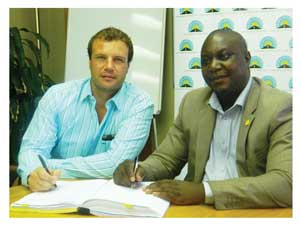Nico Badenhorst from Namibbeton and Conard Lutombi, acting CEO of the Roads Authority signing the agreement for the construction of District gravel road 3674, from Onayena to Omahenge in the Oshikoto and Ohangwena Regions respectively. (Photograph by Lorato Khobetsi)