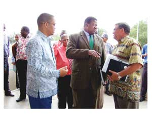 At a meeting last week at the construction site of the Neckartal Dam, the Minister of Agriculture, Water and Forestry, John Mutorwa spoke to Karas Governor, Bernadus Swaartbooi and Karas Regional Council Chairperson Jan Scholtz.