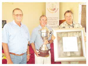 Sean Nicholson of Mashare Irrigation Project is the Master Agronomist for 2013 for cultivating white maize under irrigation. He is flanked by Floris Smit (left), the winner  in 2012 for cultivating white maize under rain fed conditions and Christof Brock, CEO of the Namibia Agronomic Board.