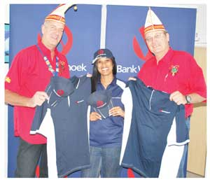 Wika president, Holger Mentzel and Heiner Dillmann, Wika chairman, received a sponsorship from Bank Windhoek on behalf of the popular German festival. Elzita Beukes did the honours on behalf of the bank.