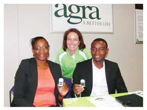 Dagmar Honsbein, General Manager: Agra Professional Services Division (middle) with Dr Gladys Kahaka and Dr Erold Naomab, holding the GeneChip.