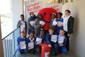 Roelien Zwart, Communication Practitioner at Bank Windhoek, Bank Windhoek Smiley, and the Grade 7 pupils from Suiderhof Primary School.
