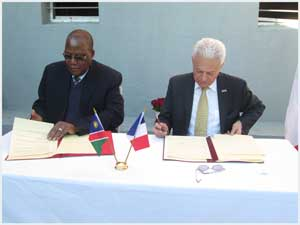 The Minister of Works and Transport, Hon Erkki Nghimtina and the Chairperson of the Franco-Namibian Cultural Centre, H.E. Jean-Louis Zoël, the French Ambassador, signing the agreement which makes the FNCC the owner of the land it is built on, on behalf of their respective governments. (Photograph by Lorato Khobetsi)