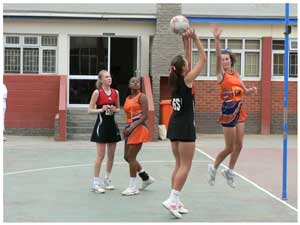 Windhoek Gymnasium versus Walvis Bay Private High School during last weekend's games of the Bank Windhoek Schools Netball Super League in Walvis Bay.