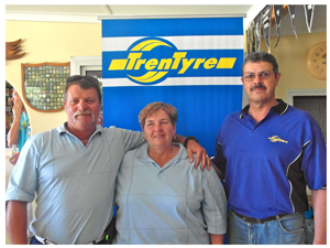 Winners Ewald Vermeulen (left) and Bea Lamprecht with Gerrie Barnard of the event sponsor TrenTyre.