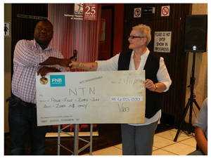 Brand Manager for Tafel Lager, Vido Tjozongoro handing a cheque to Acting General Manager of the National Theatre of Namibia, Wanda Richtier. (Photograph by Melba Chipepo)