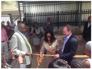 The Mayor of Otjiwarongo, Her Worship Hilda Jesaja, cutting the ribbon to mark the official opening of the brandnew vendor area constructed by Safland property group. This auspicious event was witnessed by Safland Chairman, Ranga Haikali (left) and Safland CEO, Kallie van der Merwe (right). The new vendor cluster is located adjacent to the new Town Square shopping mall in Otjiwarongo.