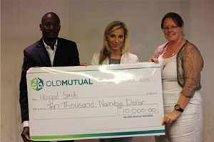 (Left to right): Lovelace Kauta (Old Mutual Investment Group), Denille Aspeling (Old Mutual), and Abigail Smit (1st Prize winner)