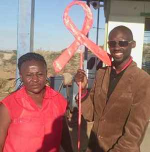 Immanuel Sheefeni with a supporter, on a stop during his long walk from Ongwediva to Windhoek.