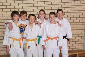 The belts of many colours: Back from left to right: Matthias Lichtenberg, Lotti Krooß, Sylvia Wieczorreck Front from left to right: Dominik Esslinger, Nils von Blottnitz, Philipp Beddies