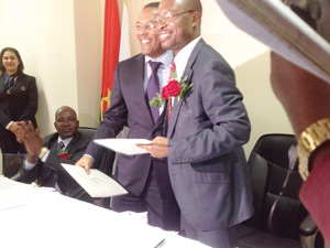 Dr. Ricardo D`Abreu, Vice Governor, Banco Nacional de Angola, behind the Governor of the Bank of Namibia, Mr Ipumbu Shiimi, on Monday this week, when the two central banks announced a deal to accept the Angolan Kwanza as legal tender in Oshikango.
