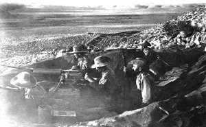 Embanked Schutztruppe gunners commanding a view over the flat expanse west of Aus. (Museum Africa)