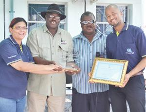 Venessa Mwiya, Group Corporate Social Responsibility Coordinator (left), Stefanus Gariseb, Group Environmental Manager (right) receives a token of appreciation as main sponsor of the Ondangwa Cleaning Campaign 2014 from Clemens Kashuupulwa, Regional Governor: Oshana Region (centre) and acting Deputy Mayor, Christian Itope