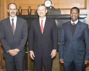Justice David Smuts (left); Chief Justice John Roberts (middle) and Chief Justice Peter Shivute when the Namibian judges visited the US judge in his chambers. (Photograph by Steve Petteway, Collection of the U.S. Supreme Court)