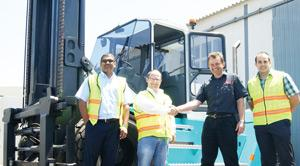 The Rennies and Manica team receiving the forklift from Forklift and Allied Equipment in Walvis Bay. Left – right: Mario Polster (Rennies Consolidated), Patrick Kohlstaedt (Manica Group Namibia), Torsten Herrmann (Forklift and Allied Equipment) and Hargu Horn (Rennies Transport)
