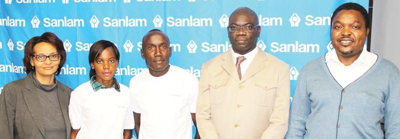 Mirinda Subes (Athletics Namibia Committee), Lavinia Haitope (Athlete), Reonard Namupala (Athlete), Evans Simataa (Sanlam GM: Public and Corporate support) and Erwin Naimhwaka (Secretary General, Athletics Namibia)