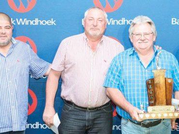 Golfers raise N$100 000 for welfare