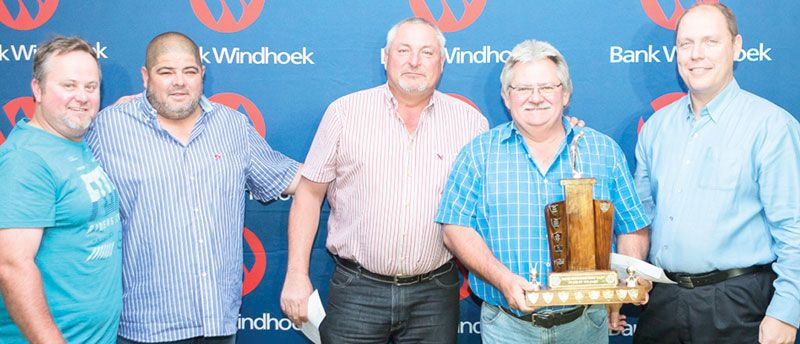 Golfers raise N$100 000 for welfare
