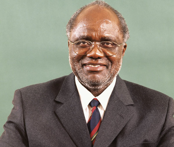 Pohamba passes AU Panel of the Wise baton to Wandira
