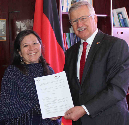 Funding agreement for women and children's rights project inked