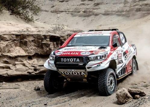 Hidden rock sinks De Villiers / Von Zitzewitz Hilux team in first Dakar marathon stage