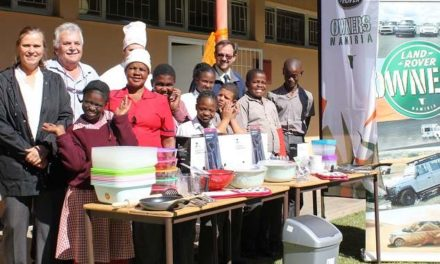 Land Rover owners collect more donations for Dagbreek's cafeteria and new kitchen