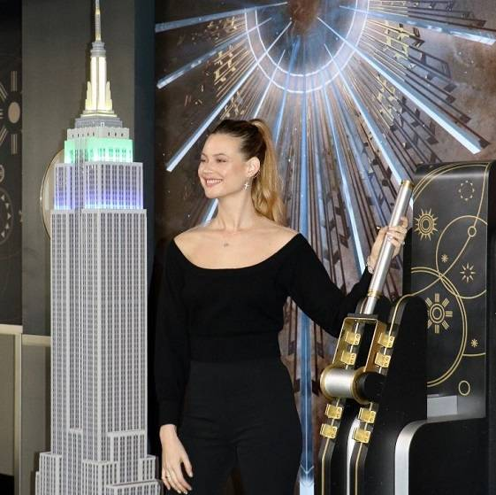 Behati's radiance lights up the Empire State Building in NY for World Wildlife Day