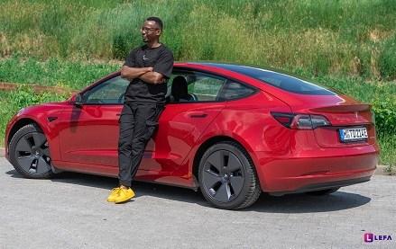 LEFA founder samples a bit of the near future – Test drives a Tesla
